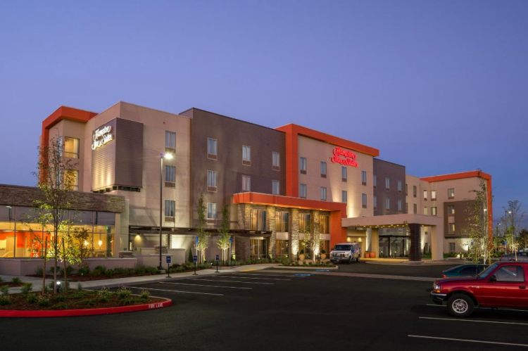 Hotel with Parking Facility Hampton Inn & Suites Portland/Vancouver, WA 98684